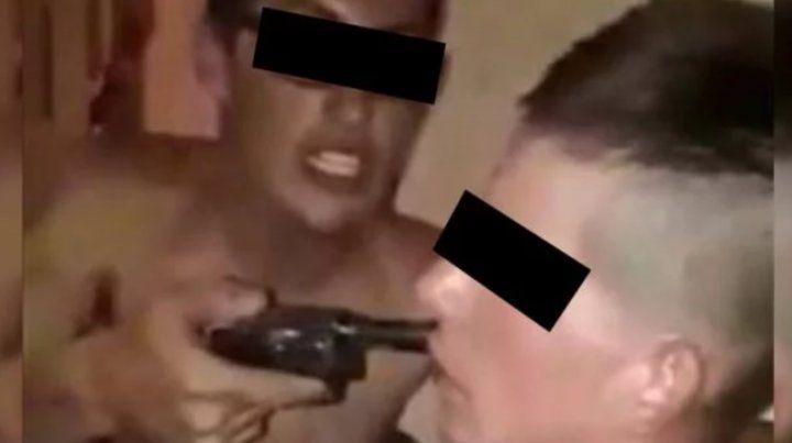 Amenazaron y torturaron a un hombre por acostarse con la ex de un preso