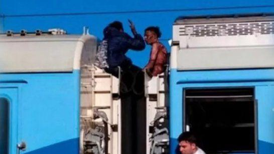 Murió el joven que sufrió una descarga eléctrica en el techo de un tren del Roca
