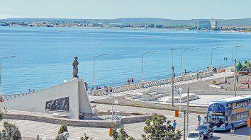 Arena y sol. Desde el muelle hasta el Monumento al Indio hay kilómetros y kilómetros ininterrumpidos de playa para disfrutar.