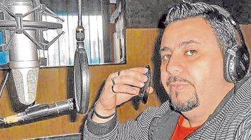 Acusado. Luis Marcelo Escobar tenía un programa de radio en una FM de San Nicolás, donde vivía con su familia.