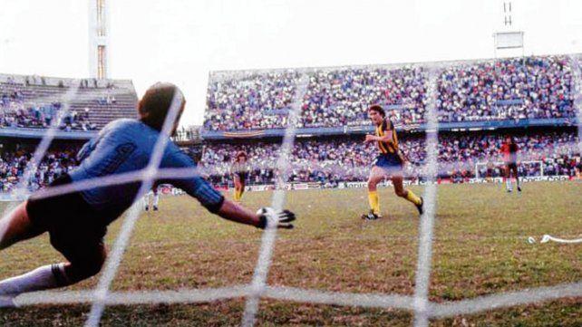 Edgardo Bauza. Tres de las 9 veces que le anotó a Newells fueron desde los doce pasos.