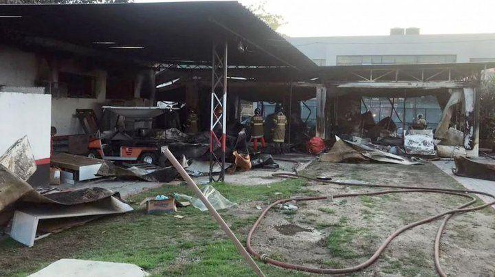 Al menos diez juveniles murieron en un incendio en la pensión de Flamengo