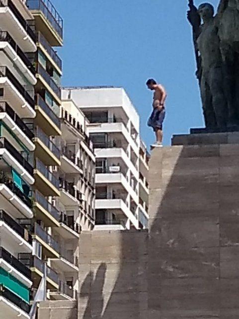 Un hombre amenazó con arrojarse desde el Monumento