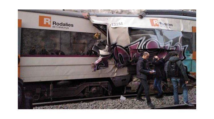 Así quedaron los trenes de Rodalies que chocaron este viernes en Manresa.