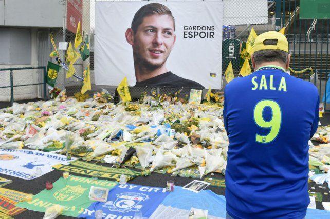 Homenaje. Miles de narcisos amarillos frente al campo de entrenamiento del Nantes