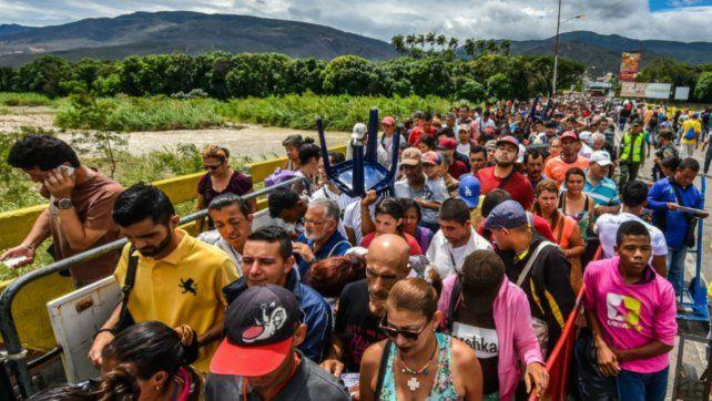 Miles de venezolanos abandonaron su país con destino a Colombia