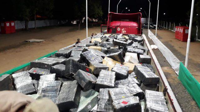 Decomisaron 9 mil kilos de marihuana y usaron un corsódromo para pesarla