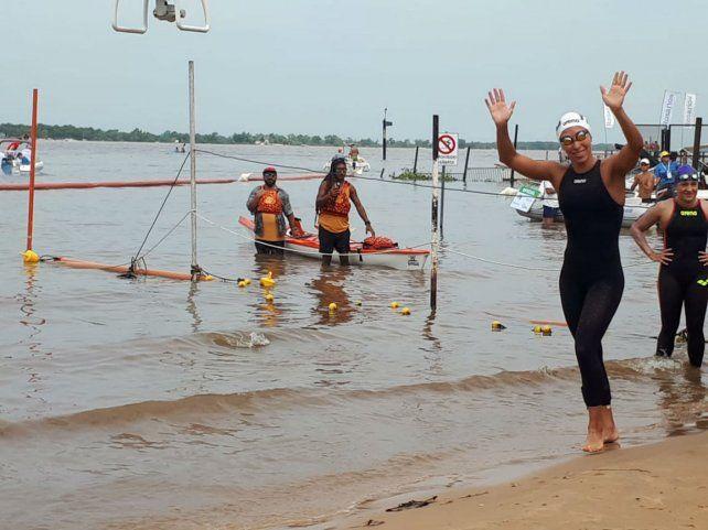 Podio. La nadadora de Echesortu Julia Arino ocupó el tercer lugar entre las mujeres.