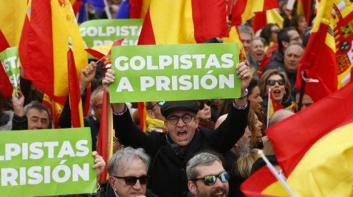 A prisión. Los manifestantes quieren ver a los separatistas detenidos.