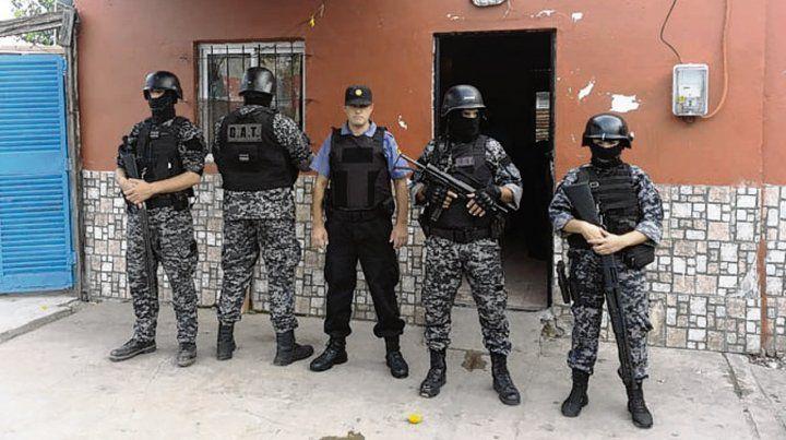 zona noroeste. Los allanamientos se realizaron ayer en barrio Ludueña.