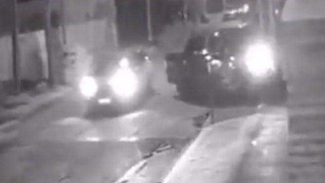 Les tiró la camioneta encima a los asaltanes y zafó de una entradera