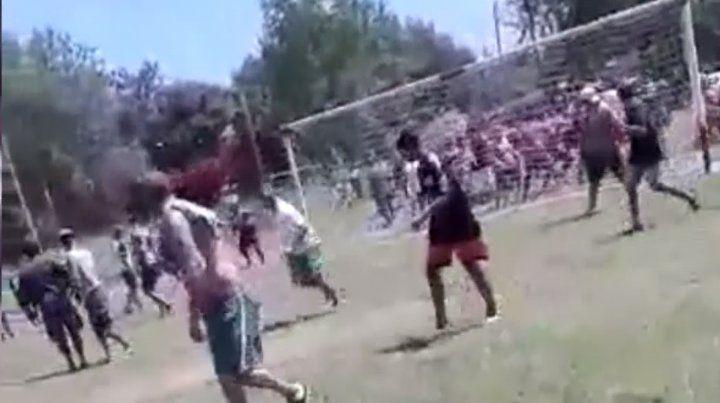 Un joven recibió un disparo por una pelea durante un partido de fútbol