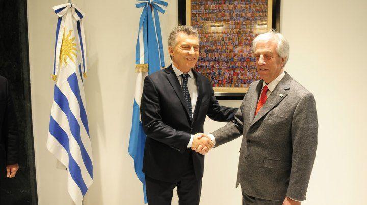Macri se reúne con Tabaré Vázquez en Uruguay con agenda abierta