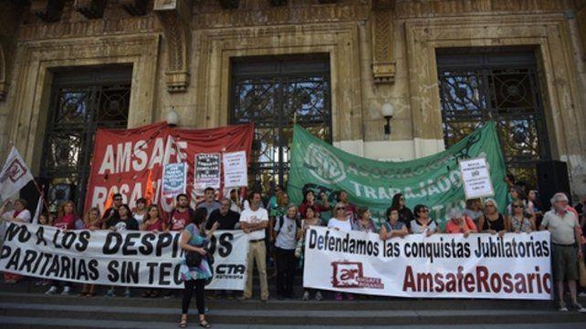 Los docentes ya realizaron varias marchas para exigir que la inflación no deteriore sus salarios. La cláusula gatillo logró evitar ese escenario.