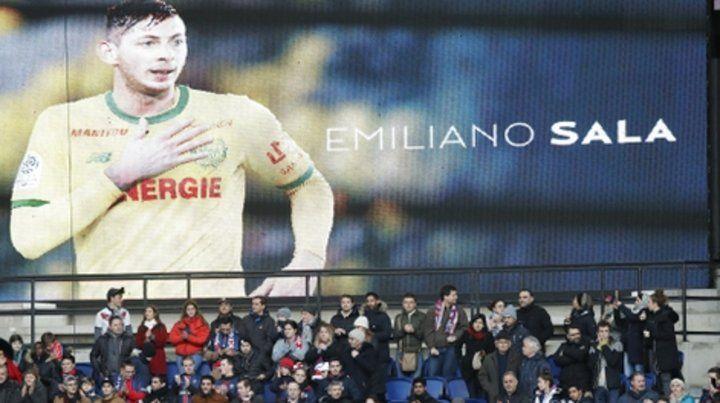 Los hinchas del último equipo del delantero santafesino Emiliano Sala lo recordaron este domingo.