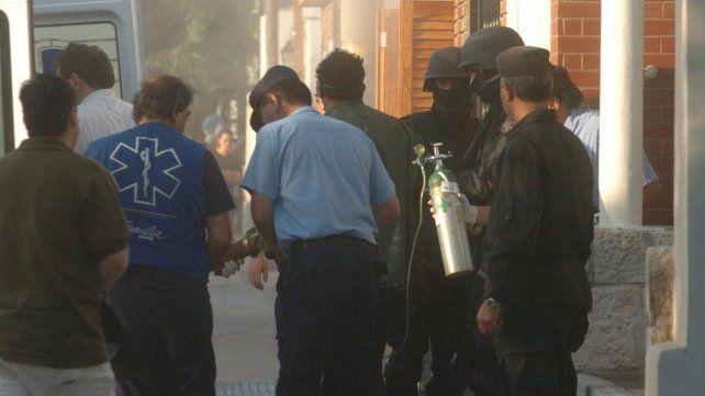 La Policía retira a Bolomo.