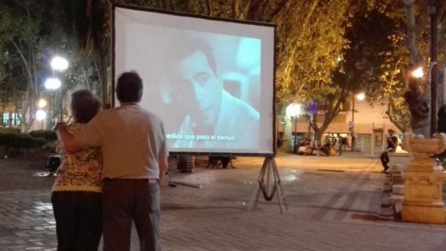 Clásicos del cine, música y lectura de poemas para celebrar el Día de los Enamorados