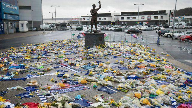 Un homenaje al futbolista santafesino en Cardiff.