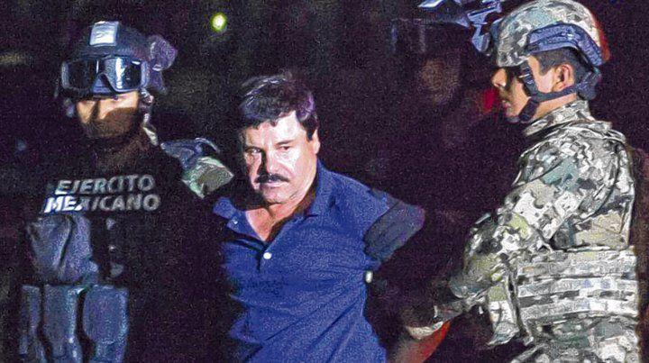 El capo narco en 2016 custodiado por fuerzas de México. En enero de 2017 fue extraditado a Norteamérica.