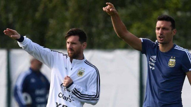 Tapia aseguró que Messi tiene ganas de volver a la selección