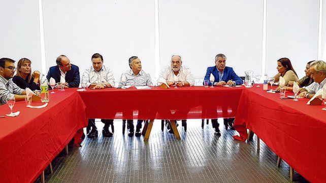 Todos con cambiemos. Los integrantes del Comité Nacional se reunieron ayer en Buenos Aires y decidieron la intervención.