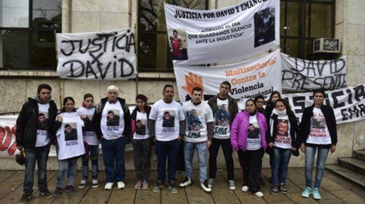 Reclamos. Familiares de los jóvenes asesinados marcharon a Tribunales ante cada una de las audiencias.