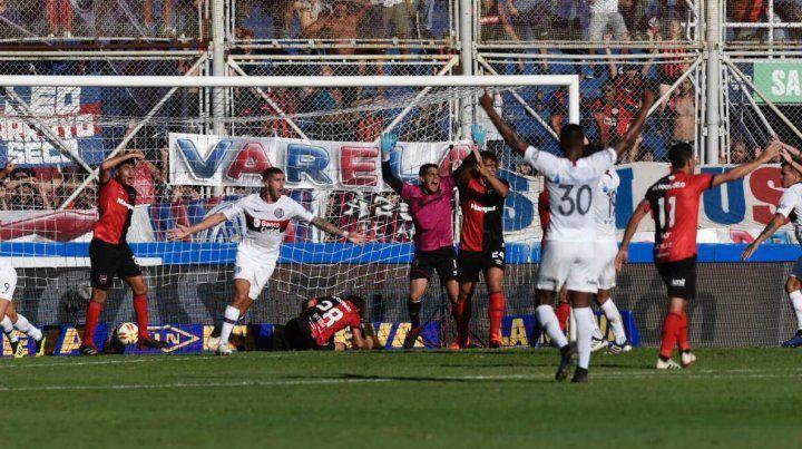 Polémica por la mano de Blandi en el gol de San Lorenzo