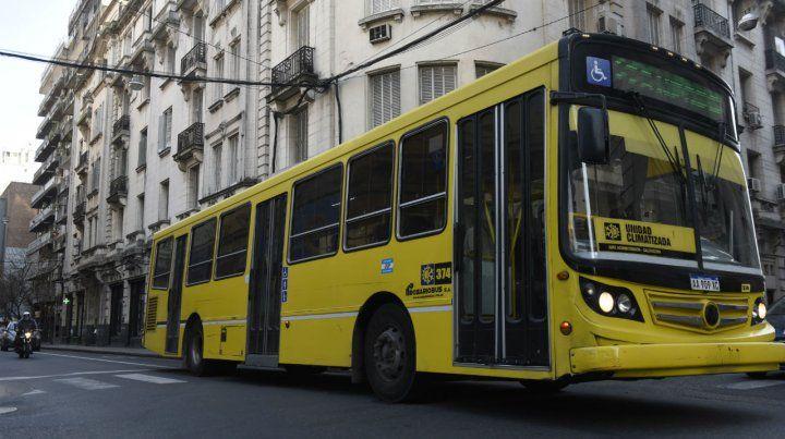 Amarillos. Hasta hace poco los coches de Rosario Bus llevaban este color y tuvieron 2.000 multas anuales.