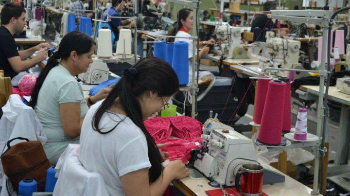 En crisis. La UIA detalló que el sector textil fue uno de los más golpeados.
