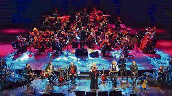 La orquesta dirigida por Gerardo Gardelin aportó sutilezas en los arreglos de los clásicos de la Trova Rosarina.