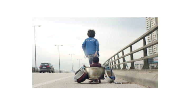 La inocencia perdida. El filme plantea la historia de un niño que cumple una sentencia por un crimen y demanda a sus padres por negligencia.