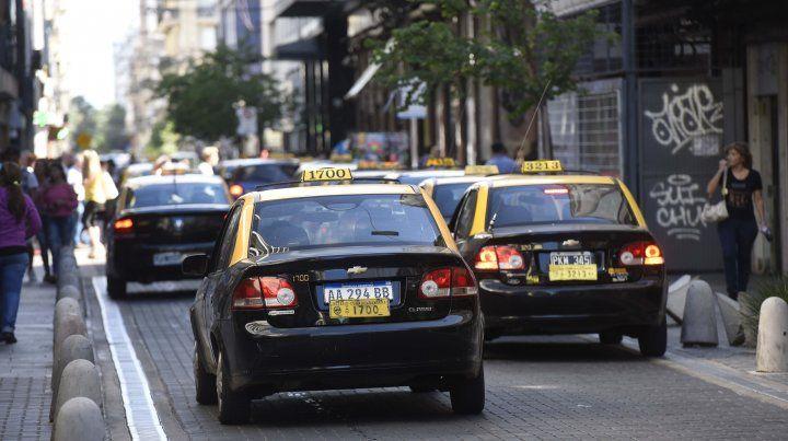 Taxistas esperan el estudio de costos para discutir de cuánto sería el aumento de la tarifa