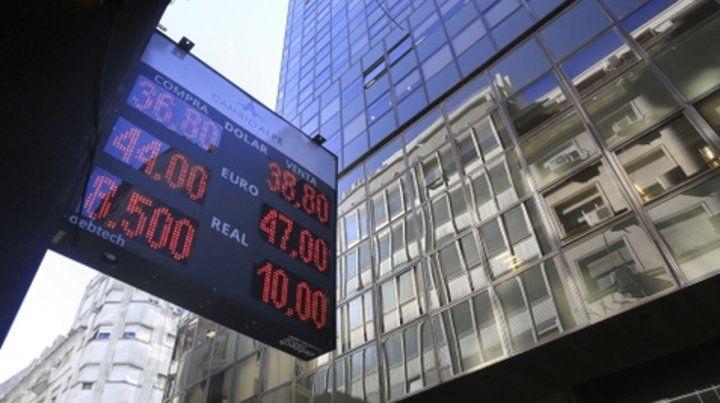 Escalada. El dólar volvió a consolidar la suba de las últimas jornadas.