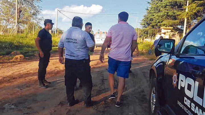 Rastrillaje. Las malas condiciones de higiene y seguridad en la pileta y la zona del club Defensores de Talleres desencadenaron una tragedia.