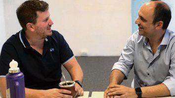 La foto del acuerdo. Federico Angelini y José Corral.