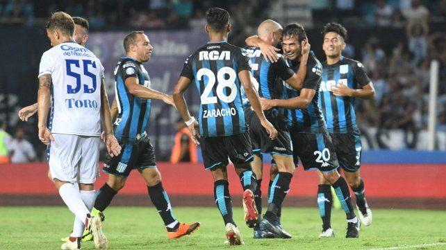 Una tromba ante el Tomba: Racing sigue en lo más alto de la Superliga