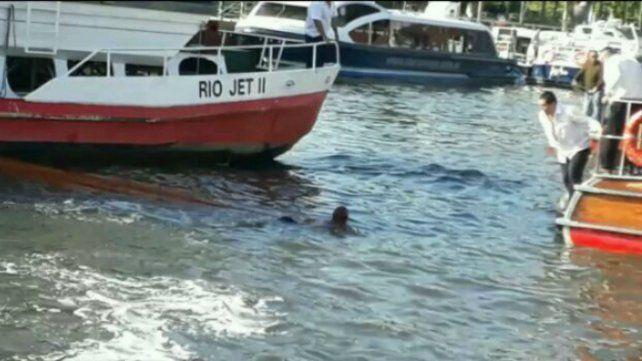 Una kayakista está grave tras ser chocada en Tigre