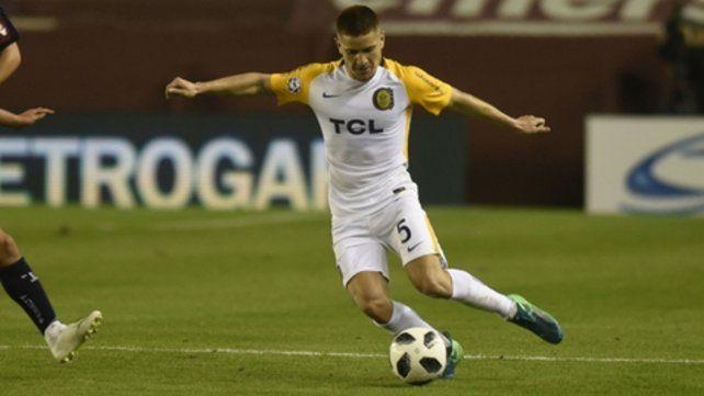 En la mira. Gil jugó ante River pero salió frente a Tigre. El viernes en Lanús podría regresar en lugar de un delantero.