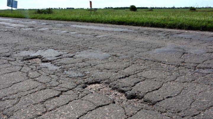 Es deplorable el estado de la autopista en la mano que viene a Rosario.