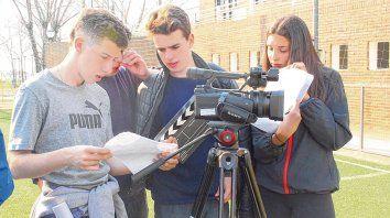 Desde 2006, el programa municipal invita a las chicas y a los chicos a escribir, filmar y protagonizar los cortometrajes.