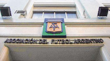 Hoy en calle Viamonte. El edificio que nuclea a los clubes que desde 1931 son profesionales, muchos de aquellos amateurs.