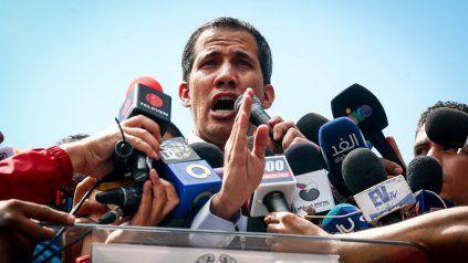Guaidó autorizó por decreto el ingreso de ayuda humanitaria