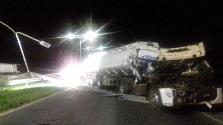 Chocaron dos camiones en la autopista a Santa Fe, a la altura de Capitán Bermúdez