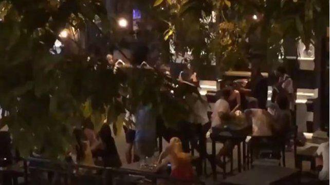 Un video captó a una banda tocando a la madrugada en Pichincha