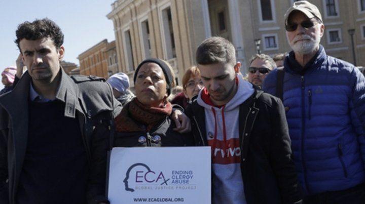Cumbre antiabusos. Grupos de víctimas se expresaron ayer contra los religiosos pederastas.