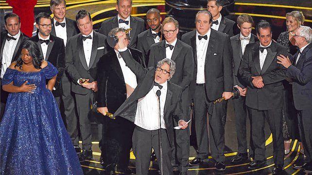 Mejor película. El director Peter Farrelly festeja el premio mayor para Green Book