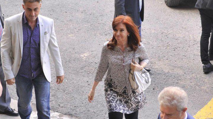 Cristina Fernández estuvo dos horas en Comodoro Py y denunció persecución