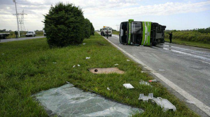 Volcó un micro a la altura de Oliveros y hay varios pasajeros heridos