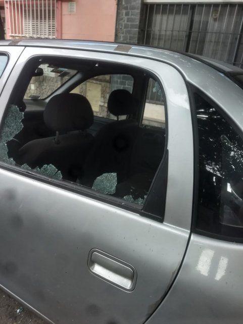 Una pelea entre cuidacoches terminó con autos destrozados