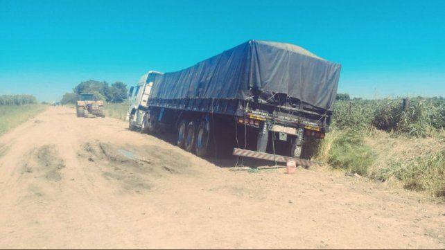 Encuentran marihuana en un camión que quedó empantanado